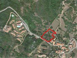 Piena proprietà e quote di terreni edificabili di 6.044 mq