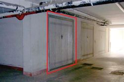 Double car garage in the basement sub - Lote 10028 (Subasta 10028)