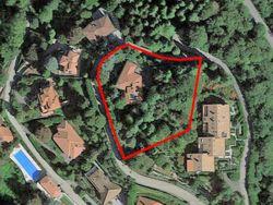 Villa plurifamiliare indipendente con corte