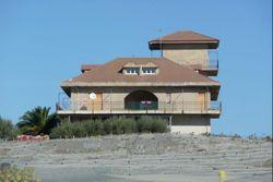 Abitazione unifamiliare con magazzino e torrino panoramico - Lotto 10095 (Asta 10095)