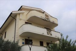 Appartamento grezzo con soffitta e garage