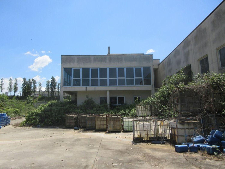 Immagine n. 4 - #10329 Complesso industriale in stato di abbandono