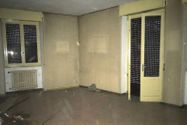 Immagine n7 - Negozio con due appartamenti e parcheggio - Asta 10370