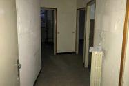 Immagine n9 - Negozio con due appartamenti e parcheggio - Asta 10370