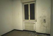 Immagine n11 - Negozio con due appartamenti e parcheggio - Asta 10370