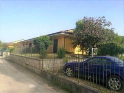 Ufficio ad uso abitazione con garage e giardino