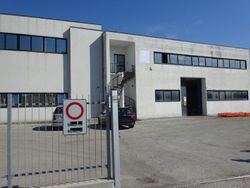 Opificio industriale con cortile privato - Lotto 1042 (Asta 1042)