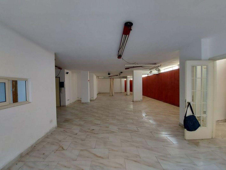 #10485 Magazzino in edificio residenziale con posto auto in vendita - foto 1