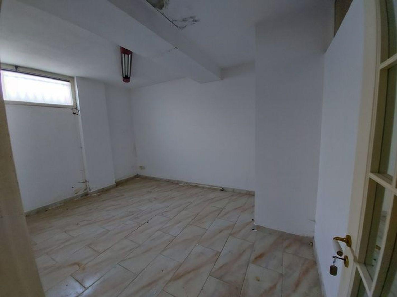 #10485 Magazzino in edificio residenziale con posto auto in vendita - foto 7