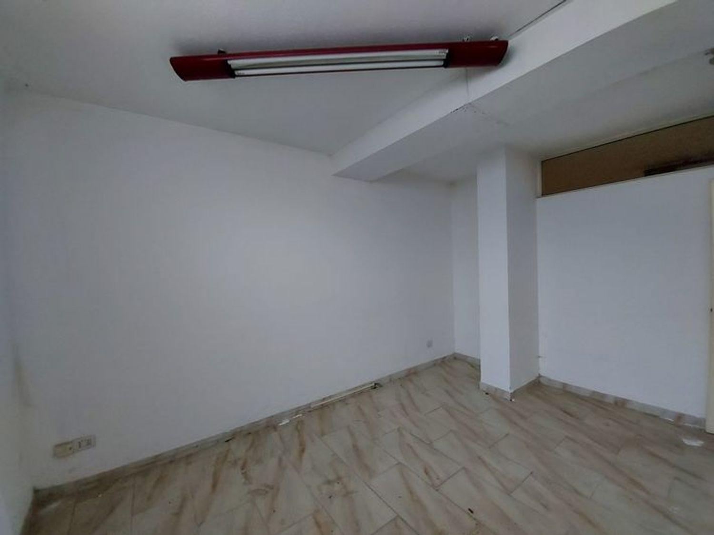 #10485 Magazzino in edificio residenziale con posto auto in vendita - foto 8