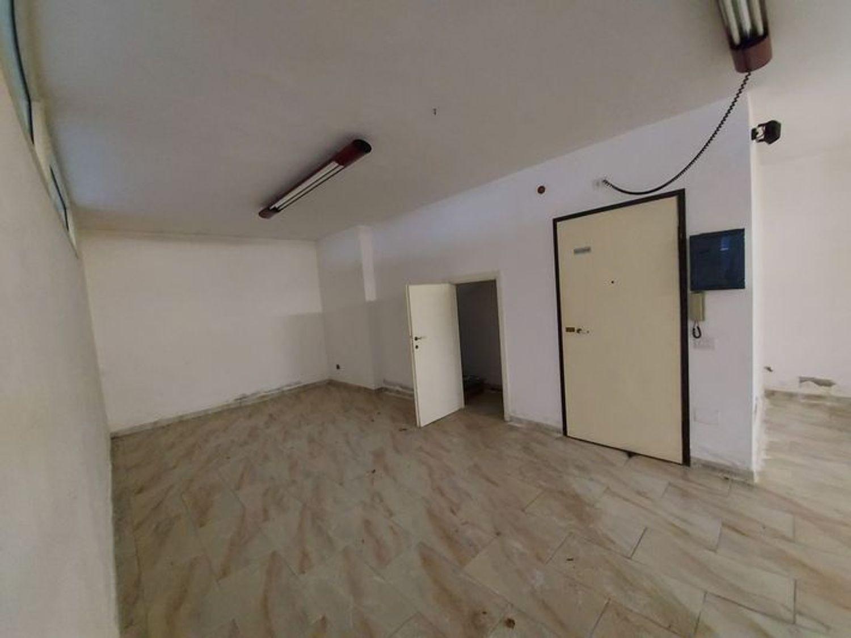 #10485 Magazzino in edificio residenziale con posto auto in vendita - foto 10
