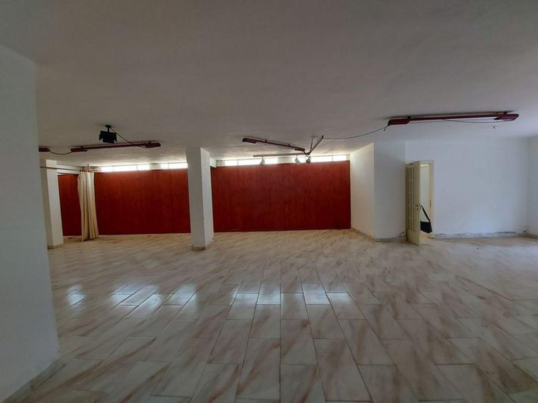 #10485 Magazzino in edificio residenziale con posto auto in vendita - foto 11