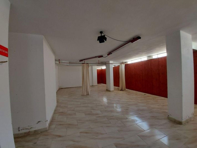 #10485 Magazzino in edificio residenziale con posto auto in vendita - foto 12