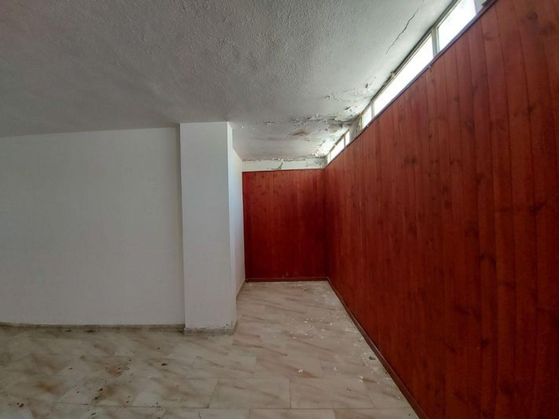 #10485 Magazzino in edificio residenziale con posto auto in vendita - foto 13