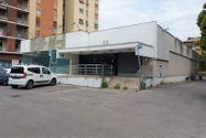 Immagine n0 - Edificio commerciale con parcheggio privato - Asta 10514