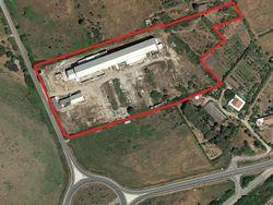 Complesso industriale con capacità edificatoria e terreni agricoli