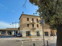 Porzione di palazzina composta da appartamento, negozio e garage - Lotto 10537 (Asta 10537)