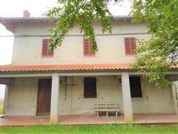Casa indipendente con terreni agricoli