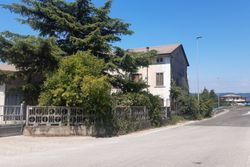 Abitazione con ampio magazzino e terreno - Lotto 10572 (Asta 10572)