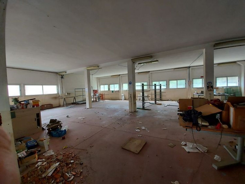 #10607 Laboratorio artigianale con uffici corte comune