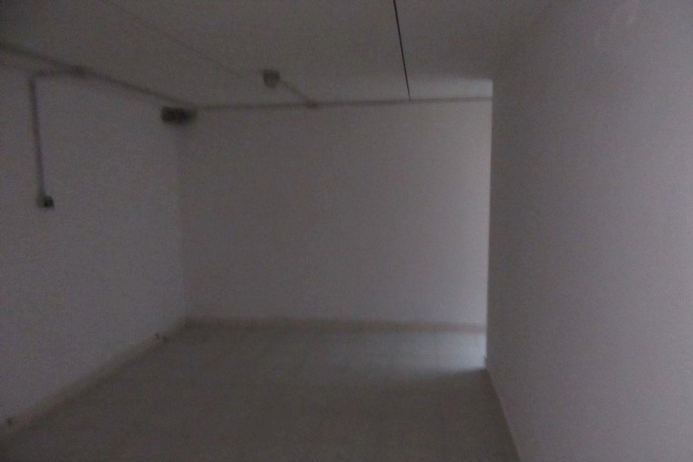 #10621 Negozio (sub 129) con magazzino e garage in vendita - foto 7