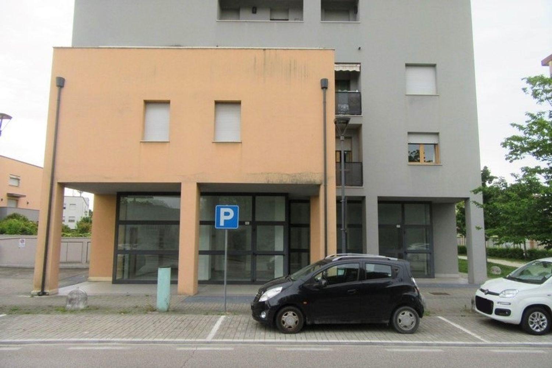 #10621 Negozio (sub 129) con magazzino e garage in vendita - foto 10