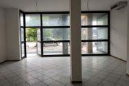 Immagine n0 - Negozio (sub 130) con magazzino e garage - Asta 10622