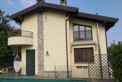Villetta con piscina e autorimesse