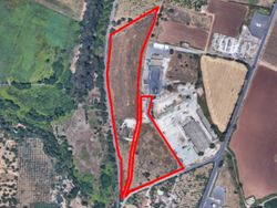 Land with deposits in a state of neglect - Lote 10704 (Subasta 10704)
