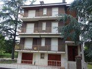 Immagine n0 - Appartamento al piano primo, garage e due cantine - Asta 1084