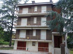 Appartamento al piano primo, garage e due cantine - Lotto 1084 (Asta 1084)