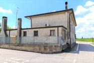 Immagine n9 - Quota 4/10 di porzione di casa con corte - Asta 10860