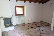 Immagine n0 - Three-room apartment on the second floor - Asta 10909