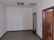Immagine n6 - Ufficio al piano terzo oltre a 5 posti auto - Asta 10914