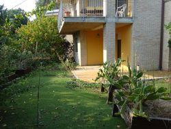 Quota 1/2 di appartamento con giardino e garage - Lotto 1096 (Asta 1096)