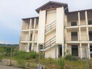 Immagine n1 - Tredici appartamenti con garage allo stato grezzo - Asta 10967