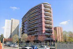 Monolocale e box auto in edificio a torre