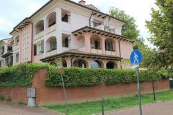 Appartamento con giardino, cantine e garage - Lotto 11042 (Asta 11042)