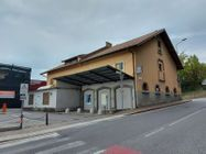 Immagine n0 - Edificio commerciale con unità residenziali - Asta 11061