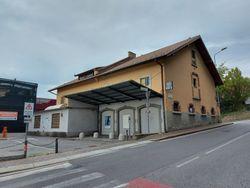 Edificio commerciale con unità residenziali