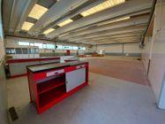 Immagine n2 - Capannone commerciale con ampio piazzale - Asta 11100