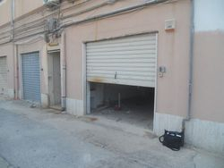 Ampio garage in complesso residenziale