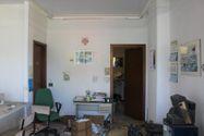 Immagine n2 - Locale commerciale al piano terra con vetrina - Asta 11142