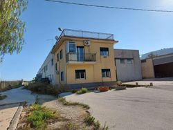 Compendium of   warehouses  A B C  with offices and adjacent land - Lote 11162 (Subasta 11162)