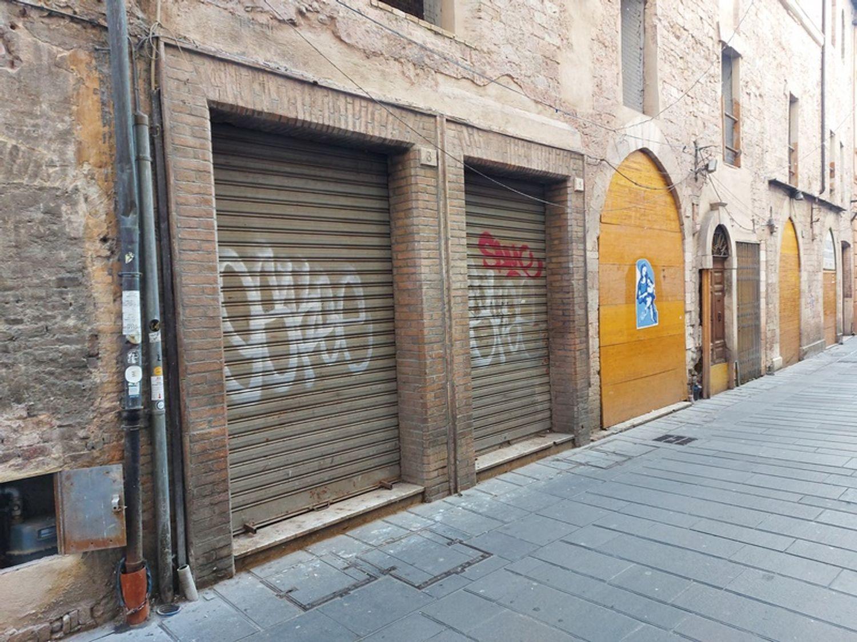 #11170 Due locali commerciali al grezzo, in centro storico in vendita - foto 1