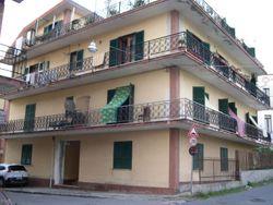 Due appartamenti in palazzina vista mare