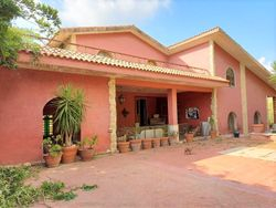 Semi detached villa with large garden - Lote 11214 (Subasta 11214)