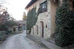Piccolo borgo rurale storico a azienda agricola