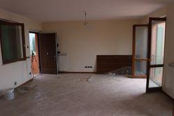 Appartamento su due livelli con garage e piscina condominiale - Lotto 11565 (Asta 11565)