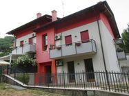 Immagine n0 - Appartamento con giardino, garage e terreni - Asta 1160